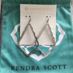 Sophee Drop Earrings In Silver Kendra Scott